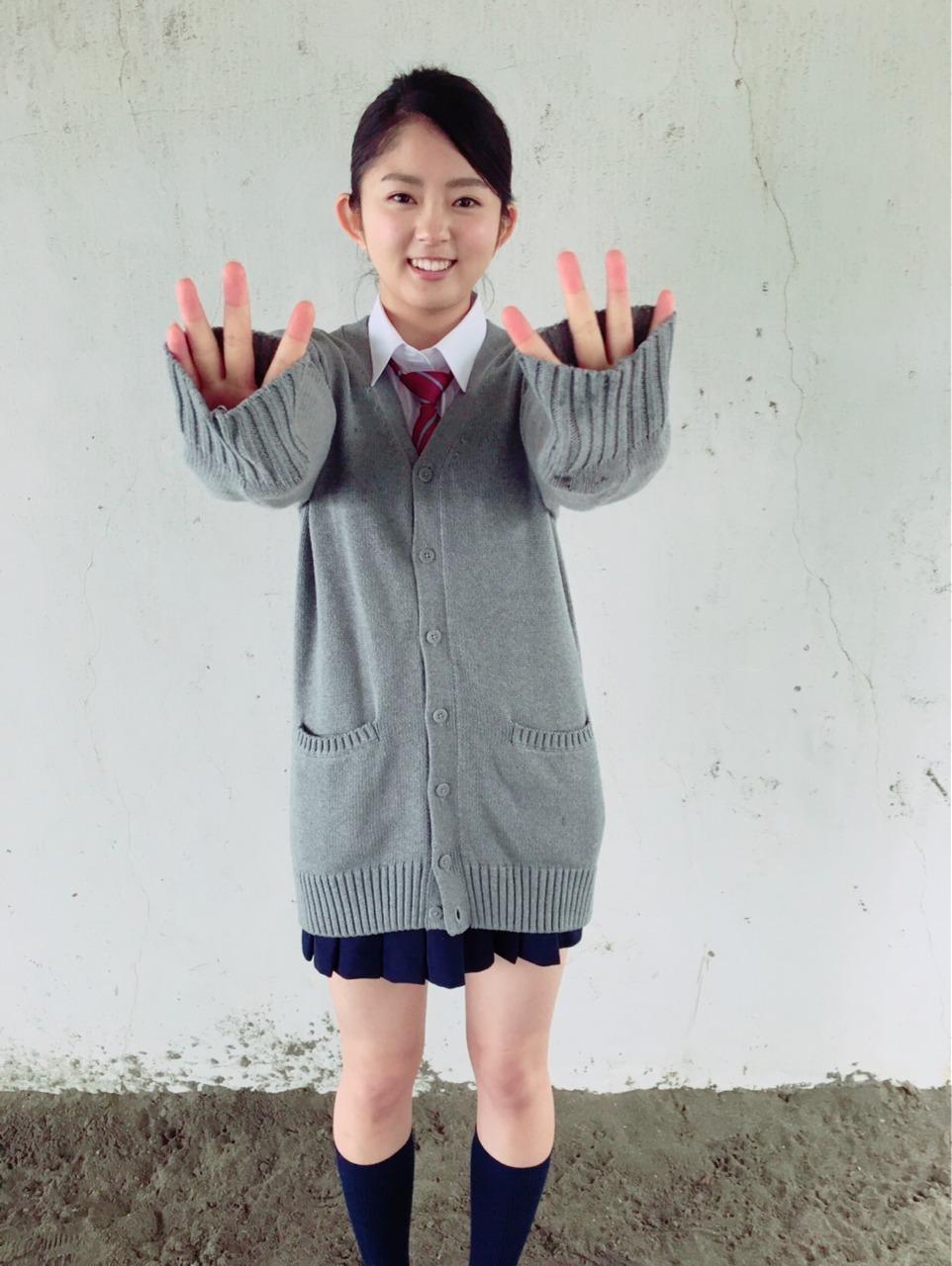 鈴本美愉の萌え袖画像