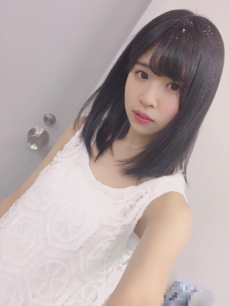 ファッションモデルの松田好花さん