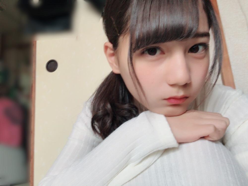 ブロンドヘアーの松田好花さん