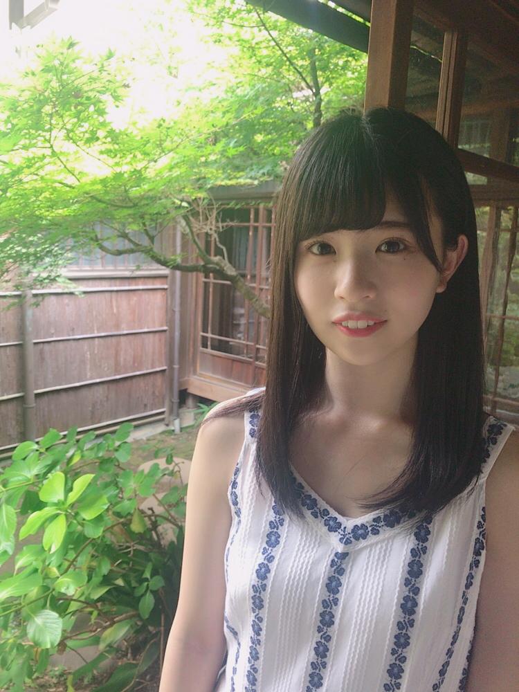 松田好花のロングヘア画像