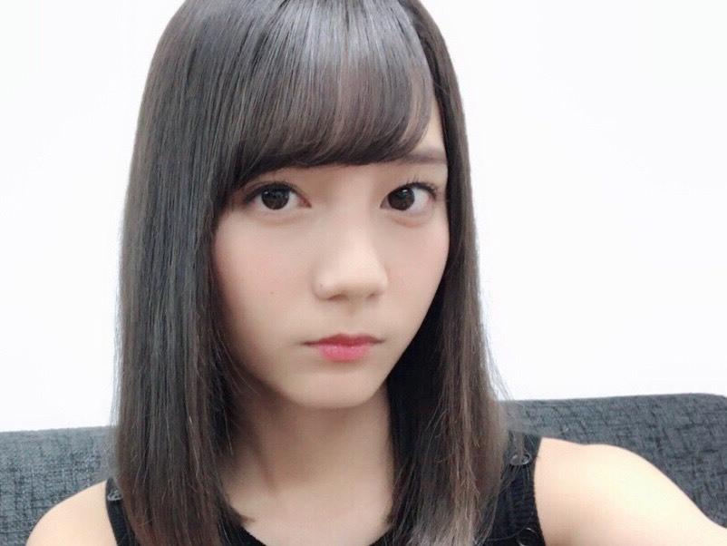 ブロンドヘアーの富田鈴花さん